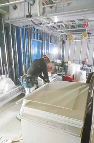 職人から内装施工管理